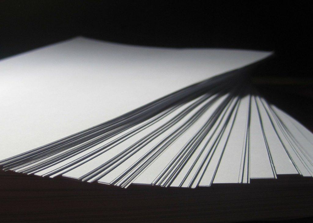 Dossier de prensa en papel